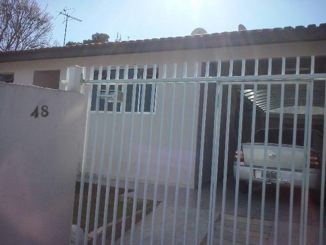 Vende-se casa com 3 quartos no bairro Sítio Cercado
