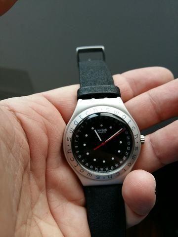 a1e63114a9a Relógio Swatch Caixa de Plástico e Pulseira de Couro