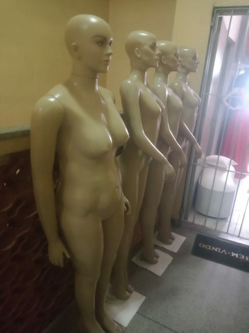 Vendo 4 manequins