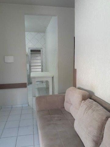 Alugo apartamento mobiliado com dois quartos com suite - Foto 2
