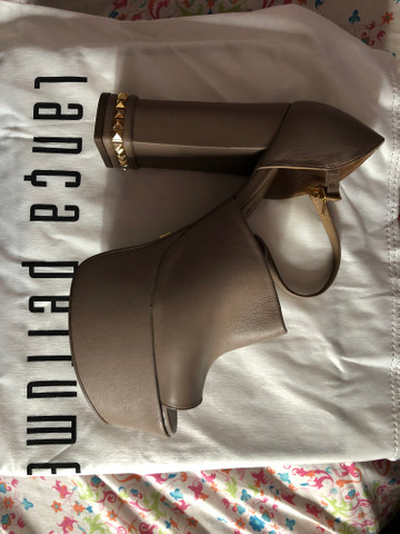 Vendo sandália maravilhosa - Foto 2