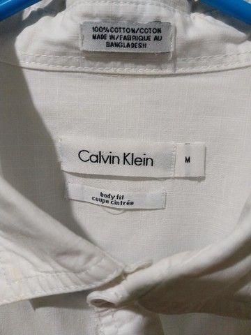 Camisa Calvin Klein - Tamanho M Off-White - Foto 5