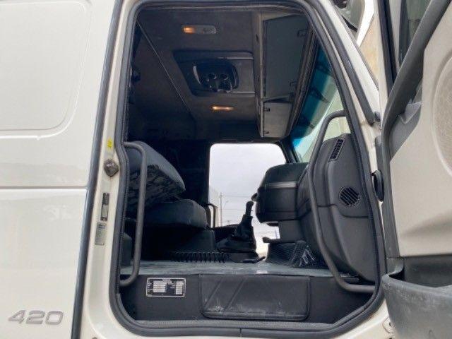 Volvo Fh 420 ano:05,branco,único dono,trucado 6x2,ótimo estado. - Foto 16