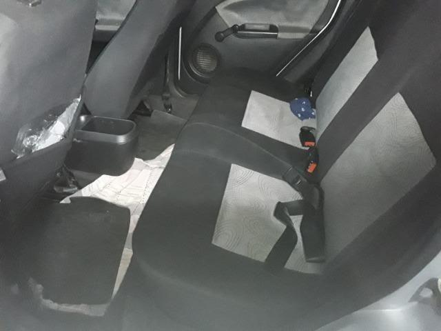 Fiesta sedan super conservado - Foto 3