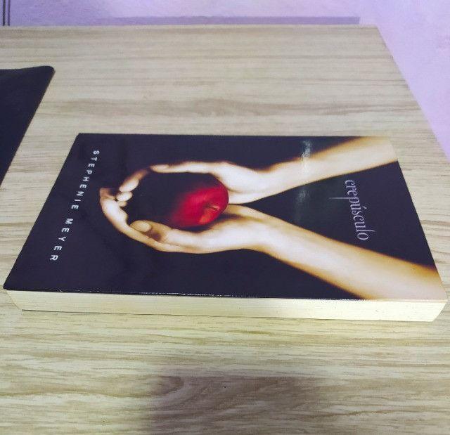 Livro Crepúsculo - Volume 1° - Foto 3