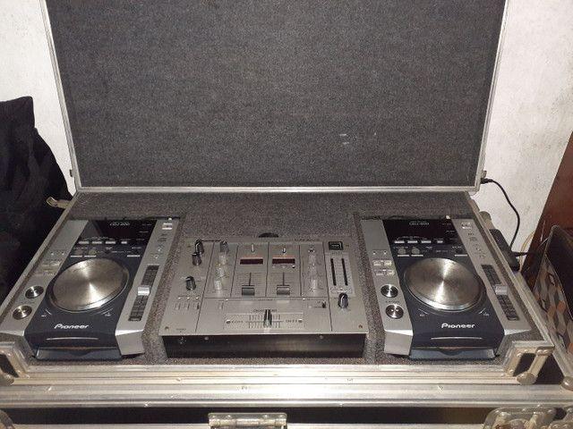 Par de cdj 200 mp3 com mix djm300s no case - Foto 2