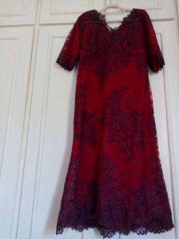 Vestido de festa longuete de renda vermelho escuro - Foto 3