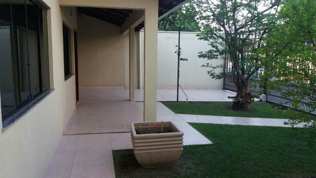 Casa com 04 quartos na centro de Palmas