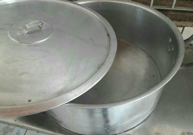 Vendo panela grande de alumínio - ótimo estado! - Foto 5