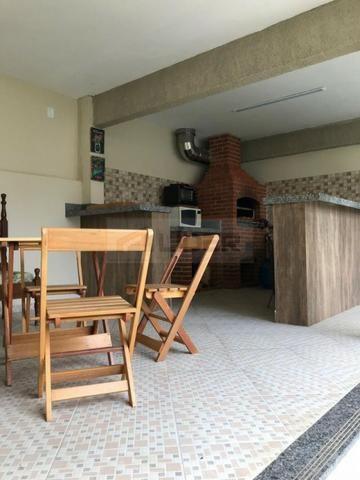 Casa com Ampla Área Sobre Dois Lotes (Esquina) - Foto 4