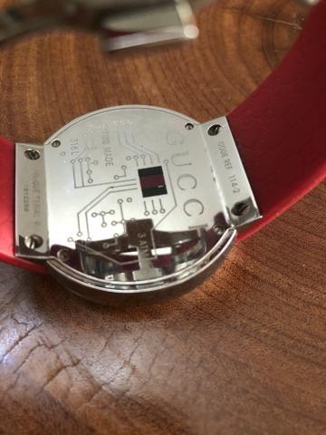63207105e8f Relógio GUCCI digital - Bijouterias
