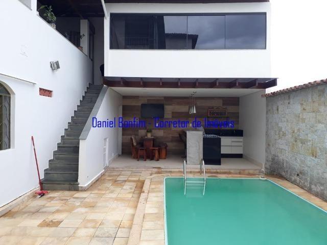 Casa com 04 quartos no bairro Grã-Duquesa - lote inteiro