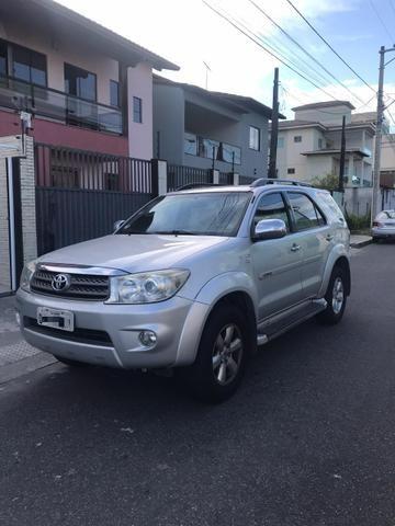 Toyota Hilux SW4 2.7 Gasolina 7 lugares - 09/10 - Foto 2