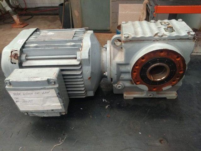 Motoredutor SEW- Eurodrive SA57 - Trifásico seminovo