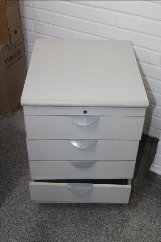 Gaveteiro / Porta Arquivo / 4 gavetas / em MDP Branco 61 cm x  44 cm x  50 cm (LER OBSERV - Foto 2
