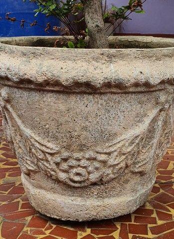 Vasos antigos de cimento