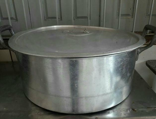 Vendo panela grande de alumínio - ótimo estado!