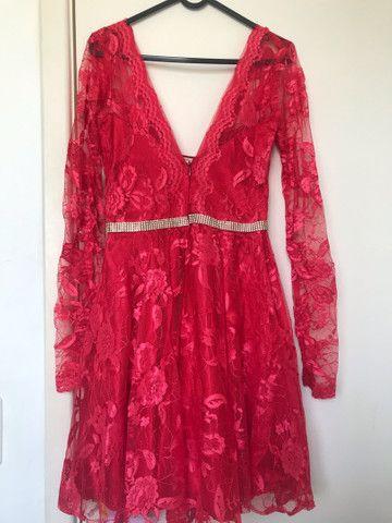 Vestido Vermelho Decotado - Foto 2