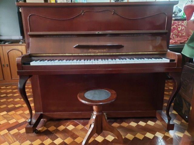 Piano Marca KLANGWERT. 100% Revisado e Restaurado. Afinado em 440 HZ. Acompanha banqueta. - Foto 2