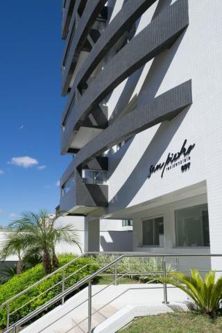 Apartamento com Terraço sendo 03 Suítes no São Francisco em Curitiba.