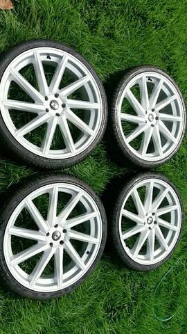 Vendo rodas 5 furo pneu semi novos