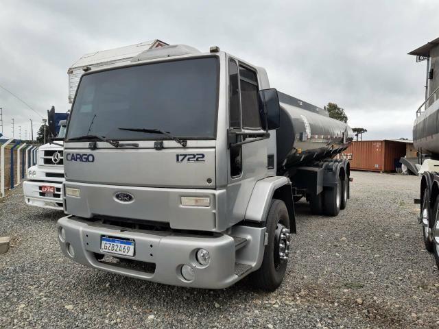 Ford Cargo 1722 Truck com Tanque de Combustível