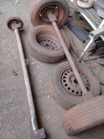 Eixo com rodas e molas
