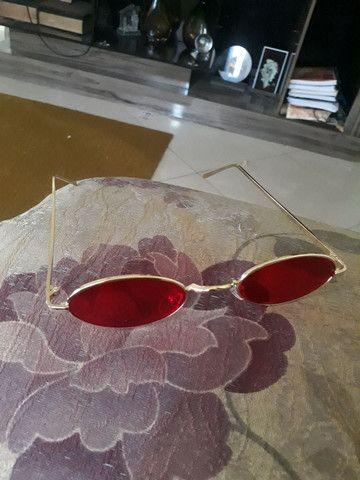 Óculo vermelho