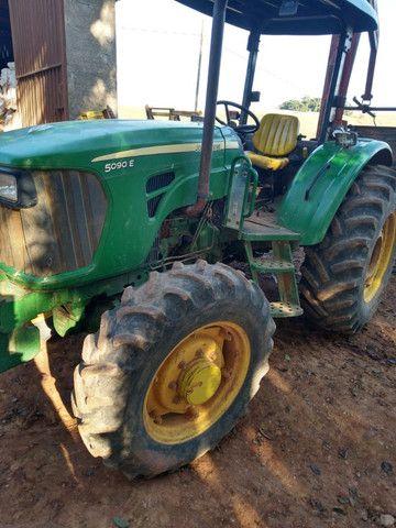 Trator John Deere 5090 4x4 90 cv 2013 com 5.400 horas sem trocas