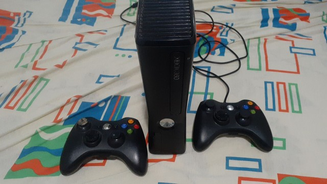 Vende - se Xbox 360 desbloqueado dois controles 29 jogo mais informação chamar no pv