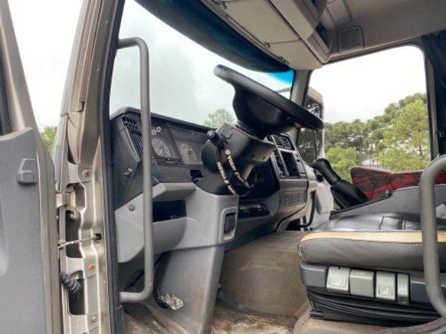 Volvo Vm 260 ano:11/11,cinza,bi-truck 8x2,com carroceria de 9 mts,ótimo estado - Foto 19