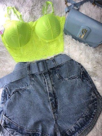 Conjunto de cropped e bermuda jeans com cinto a pronta entrega  - Foto 4