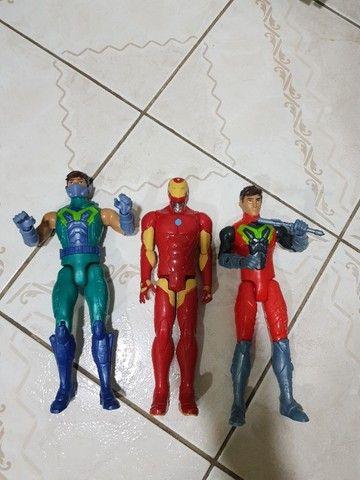 Kit/lote 3 bonecos de 30cm - Iron Man e 2 Max steel