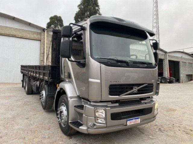 Volvo Vm 260 ano:11/11,cinza,bi-truck 8x2,com carroceria de 9 mts,ótimo estado - Foto 2