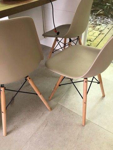 Cadeira com pé de madeira  - Foto 3