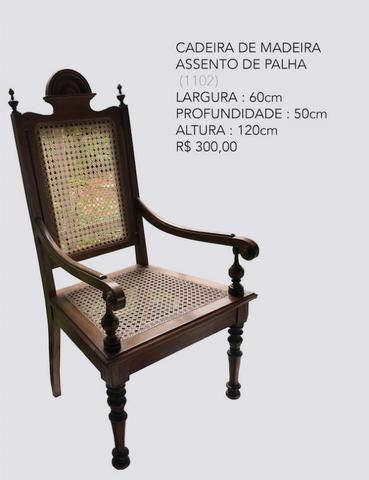 Cadeira de madeira com assento de palha