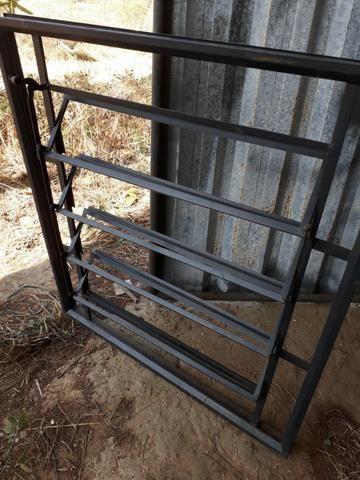 Basculante de ferro 1.10X1.00 marca MGM - Foto 2
