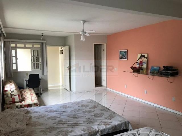 Casa com Ampla Área Sobre Dois Lotes (Esquina) - Foto 2