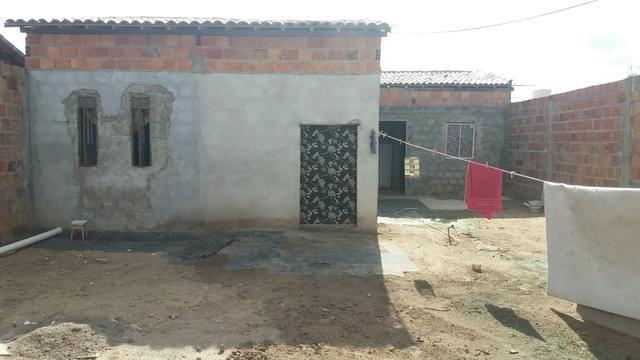 Vende_se uma casa com 3 quartos sala cozinha e banheiro e area de serviço