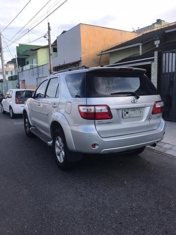 Toyota Hilux SW4 2.7 Gasolina 7 lugares - 09/10 - Foto 3