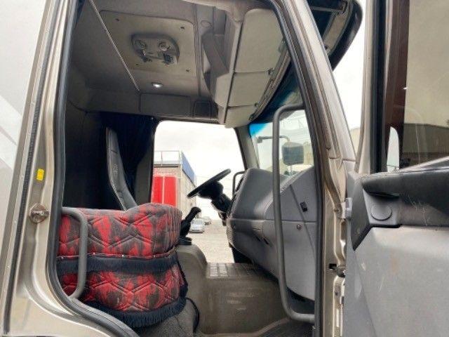 Volvo Vm 260 ano:11/11,cinza,bi-truck 8x2,com carroceria de 9 mts,ótimo estado - Foto 17