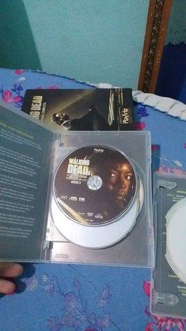 DVD 5 Temporada Completa The Walking Dead - Foto 5