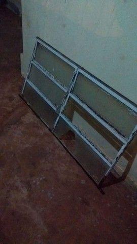 Confira :Janela padrão de ferro e vidro(vitrô) - Foto 3
