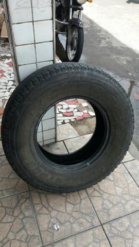4 pneus R16 Antônio Bezerra + 4 capas para bancos Hilux