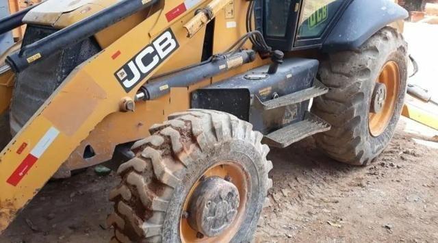 Máquina retroescavadeira JCB Traçada 2012 - Foto 2