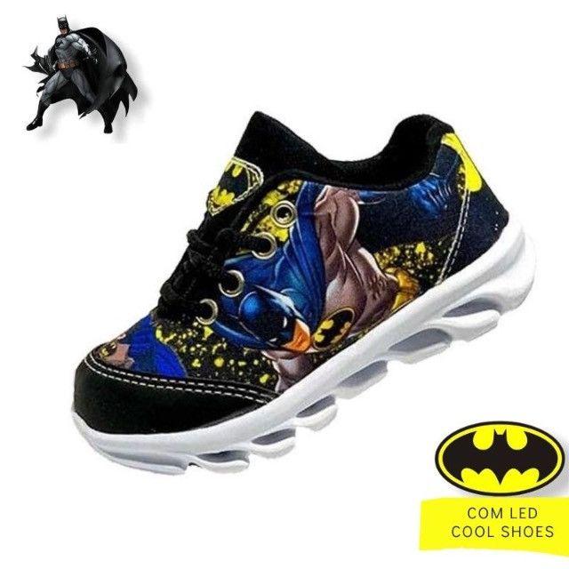 Tênis infantil com luzes de led do Batman - Foto 3