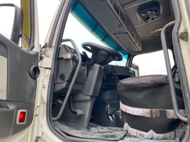 Volvo Fh 420 ano:05,branco,único dono,trucado 6x2,ótimo estado. - Foto 18