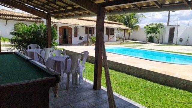 Casa Excelente com Piscina, Área de Churrasqueira e Muito Verde no Muchila
