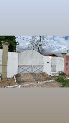 Aluga-se casa Bairro São José, á uma quadra da avenida Padre Cicero.