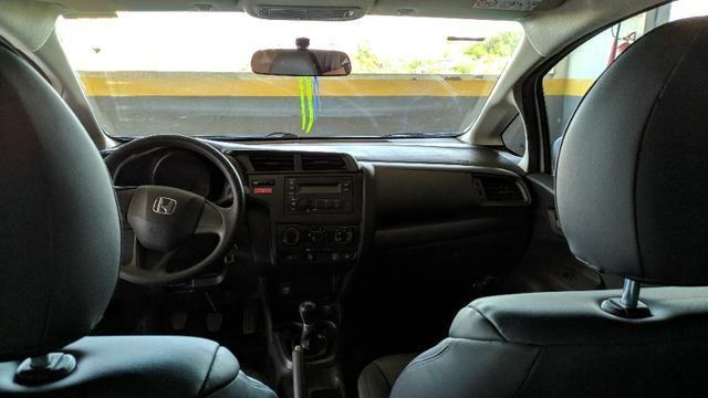 Honda Fit 15/15 64mil KM faz 13.7Km/l Na Cidade - Foto 9